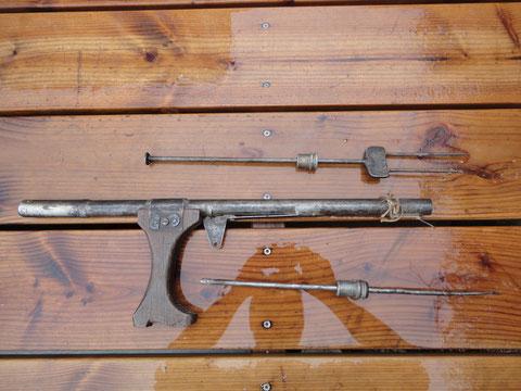 pistolet ressort artisanal poignée en forme de botte