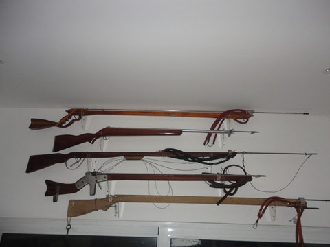 VINTAGE WOOD SPEARGUNS