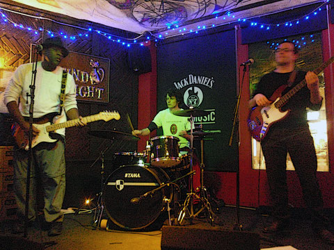The Bluesdockings with Clyde Morris live at Round Midnight Jazz & Blues Bar, Islington, London 2012