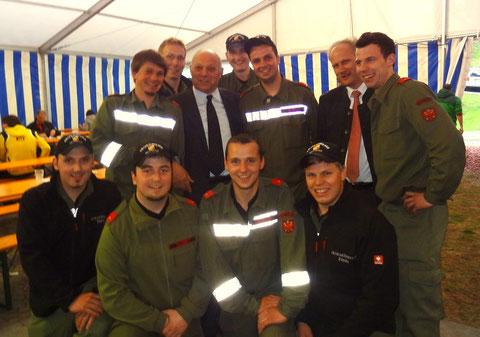 Die gesamte Gruppe mit LH Dr. Luis Durnwalder und Bürgermeister Gustav Tappeiner