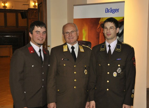 v.l.: FM Thomas TANZER, LBD KommR Josef BUCHTA (Bundesfeuerwehrkommandant), OV Georg CREPAZ