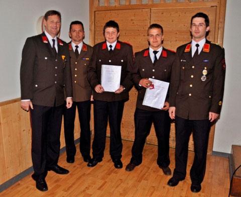 Beförderung zum Feuerwehrmann: Matthias Fuß und Gabriel Dimai