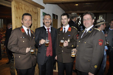 v.l.: KDT-Stv. BI Walter Fuß, Johann Eberl, KDT OBI Georg Crepaz, KA OV Martin Tanzer