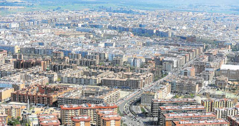 Una vista de la ciudad de Córdoba desde Poniente, una de las zonas donde más se construye. Imagen de Toni Blanco (Diario Córdoba)