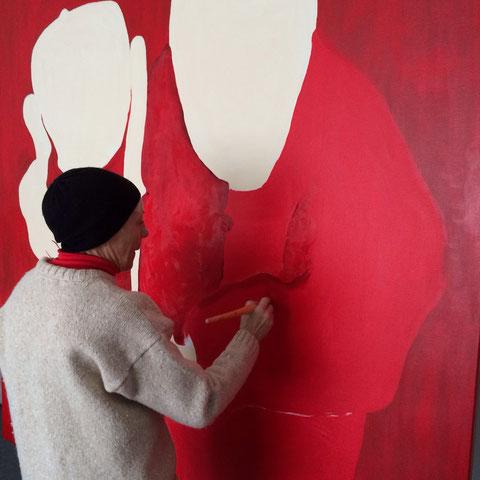 Mieke Drossaert met nieuwste rode creatie...