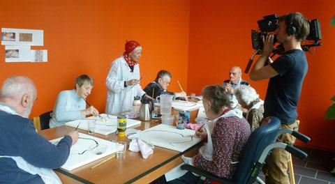Mieke Drossaert en enkele Bewoners van Woonzorgcentrum St. Elisabeth (Oostende)