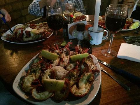 Zum Abendessen Lobster mit Weisswein