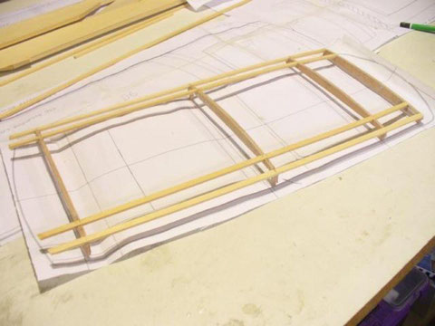 Préparation de l'ossature du toit de la cabine