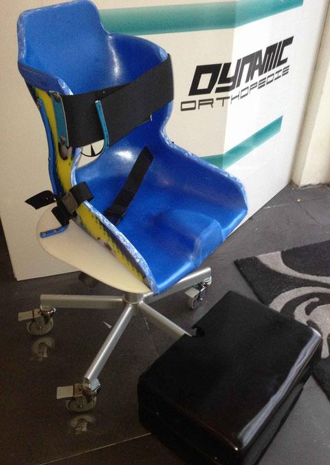 Corset-siège adapté au milieu scolaire