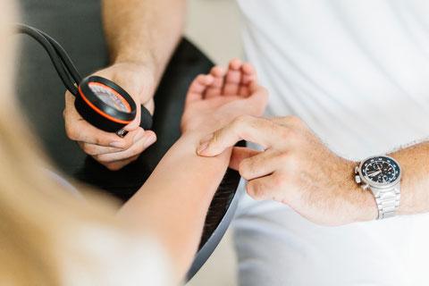 Innere Medizin in Münster Blutdruck messen EKG Herzuntersuchung