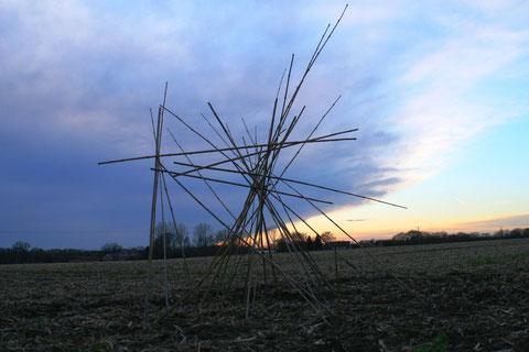ErdengoldKUNSTwerk Nathalie Arun Cornelia Kalkhoff Bambus Installation Star of blue hour - Stern der blauen Stunde
