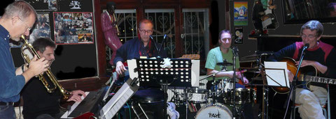 EasyEasy mit Gastmusiker Thomas Simmendinger (voc, git )