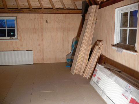 isoleren en zorgen dat er radiatoren komen te hangen!goed begin is het halve werk!