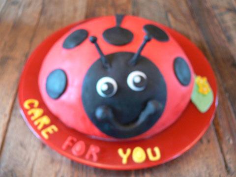 Marieke is geslaagd en trakteerde ons op een heel bijzondere zelfgemaakte taart .....proficiat