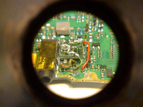 Placa PCB reguladora de la modulacion fijada al soporte. vista 2.