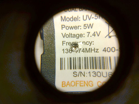 Detalle del agujero para calibrar el micro potenciometro.