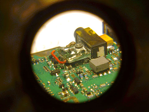 Placa PCB reguladora de la modulacion fijada al soporte. Vista 3.