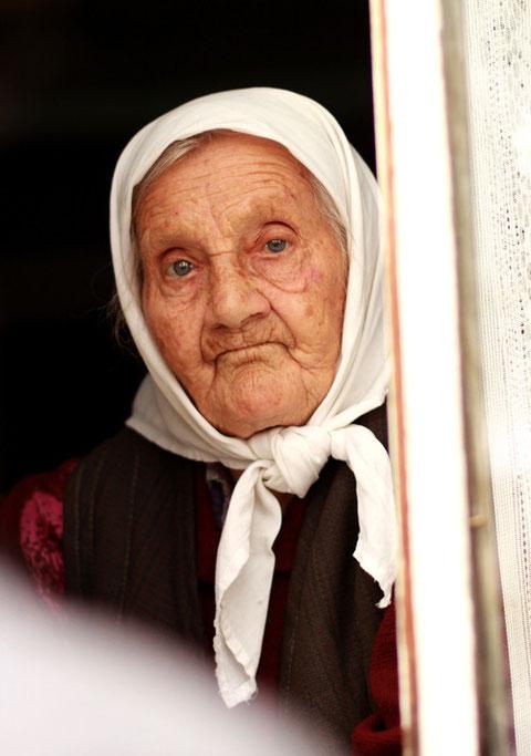 Бабуля в окошке