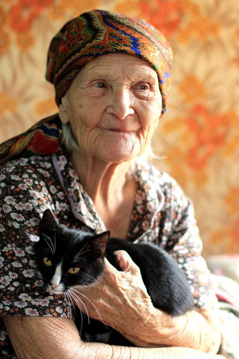 Бабушка и кот