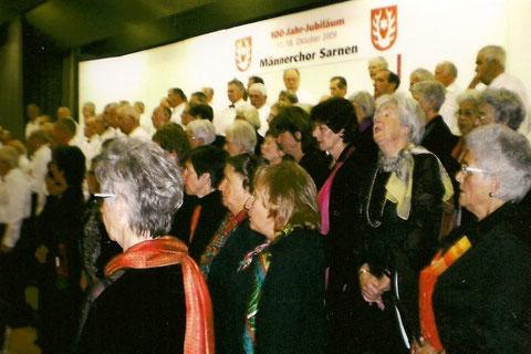 Der Kirchenchor Sarnen vereint mit dem jubilierenden Männerchor Sarnen