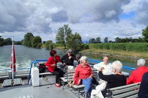 Schifffahrt durch den Broyekanal vom Neuenburger- zum Murtensee