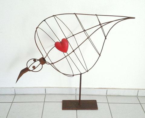 """""""DICKER VOGEL MIT HERZ"""" (Material:Eisen, Holz, Höhe:0,85m, Breite:0,92m, Tiefe:0,38m, Preis.490€)"""