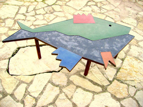 """""""FISCHTISCH I"""" (Material: Beton, Spezialspachtel, Eisen, verschiedene Farben mögl., Länge:1,75m, Breite:1,03m, Höhe:0,53m, verschiedene Höhen mögl.,, Preis:incl.Gestell 530€)"""