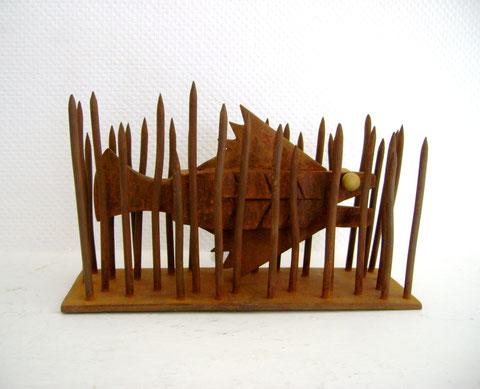 """""""FISCH IM SEEGRAS"""" (Material: Eisen, Höhe:0,22m, Breite:0,38m, Tiefe:0,13m, Preis:390€)"""