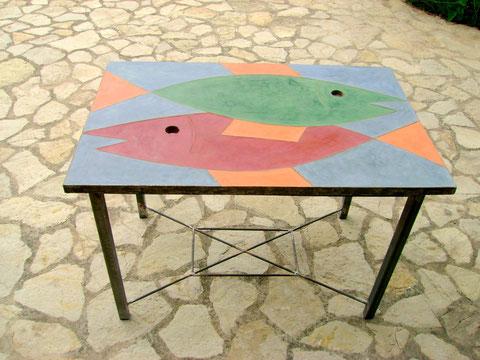 """""""FISCHTISCH IV"""" (Material: Beton, Spezialspachtel, veschiedene Farben mögl., Eisen, Länge:1,10m, Breite:0.76m, Höhe:0,77m, verschiedene Höhen mögl., Preis:incl. Gestell 530€, ohne Gestell 450€)"""