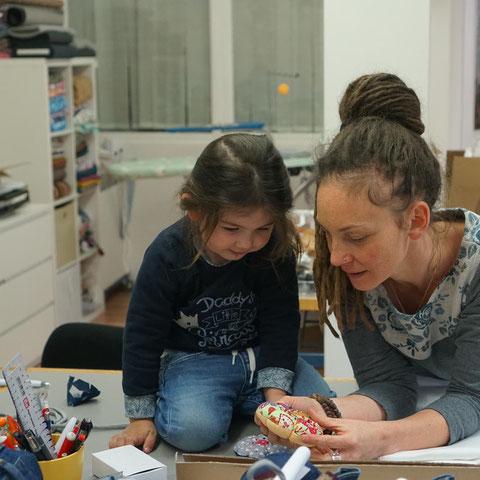 Mala und ich in der Werkstatt