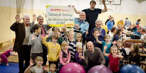 Scheckübergabe von Lotto Toto Sachsen-Anhalt GmbH