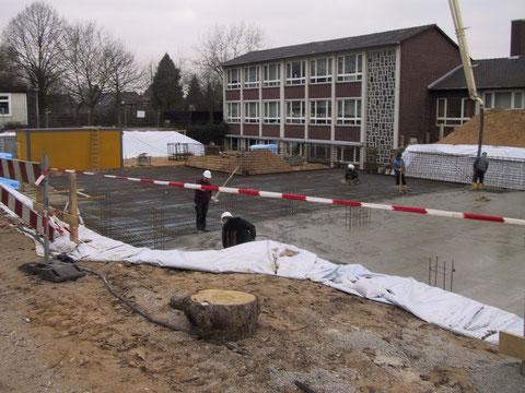Gießen der Bodenplatte
