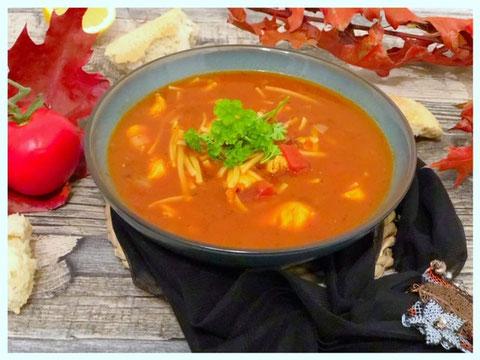 Tuerkische Sehriye Suppe l tuerkische Nudelsuppe mit Haehnchen
