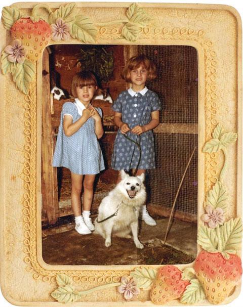 Nadine (fast sechsjährig) mit Züseli und Schwester Monique (links), die uns bei jedem Wurf tatkräftig zur Seite steht....