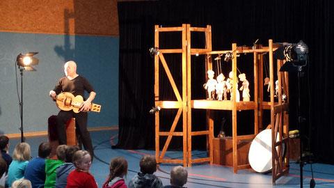 Am 14.11. war das Theater Niekamp zu Gast in unserer Turnhalle.