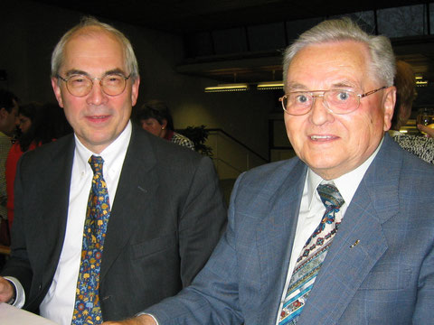 Firmengründer Jakob Kocher (rechts) gemeinsam mit Prof. Dr. Foerster (links) die gemeinsam die Foersterbrille entwickelt haben.