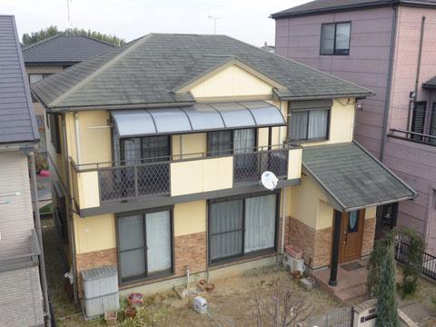 ビフォー:色落ちしたスレート屋根