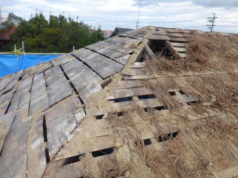 屋根土を撤去して軽くします