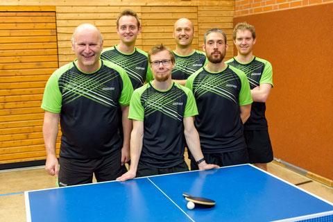 Die Meistermannschaft (von links nach rechts): Bernd Hüttner, Daniel Gimbel, Jonas Tebbe, Martin Hüttner, Karl Böhler, Markus Mader. (Foto: Jan Boden/JB Fine Art Photography.)