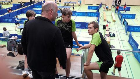 Coach Bernd hatte alles immer im Blick und hat den Jungs mit guten Ratschlägen den Rücken gestärkt.