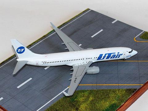 """B 737-800  """" VQ-BJF """"  UTair   Zvesda  1/144 -1"""