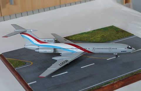 """TU 154M """" RA-85057  Utair  """" Zvesda 1/144 -5"""