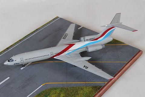 """TU 154M """" RA-85057  Utair  """" Zvesda 1/144 -1"""