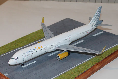 "A 321 "" EC-MHS "" Vueling Airlines   Revell    1 / 144 -5"