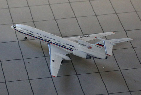 """TU 154M """" RA-85655 """"  ROSKOSMOS   Zvesda 1/144-2"""