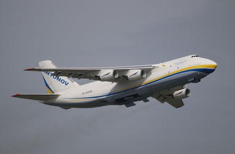 AN124 UR-82008-2