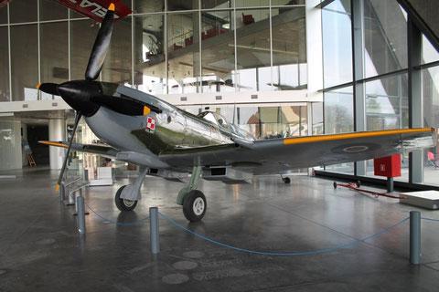 Spitfire TB995-2