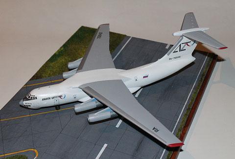 "IL 76TD "" RA-76846 "" Aviacon Zitotrans   Trumpeter  1/144-4"