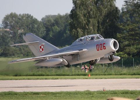 """MiG15 UTI SBLim-2 """" 006 """" ( SP-YNZ) Polish Air Force -5"""