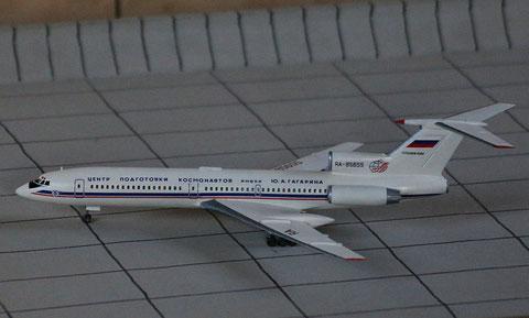 """TU 154M """" RA-85655 """"  ROSKOSMOS   Zvesda 1/144-3"""